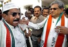 Keep it sane: S.M. Krishna pacifies an aggrieved Congress supporter in Bangalore